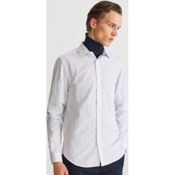 Bawełniana koszula z drobnym wzorem - Biały. Białe koszule męskie marki Reserved, l, z bawełny. Za 119,99 zł.