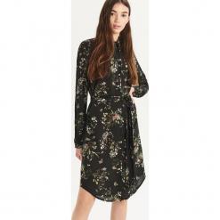Sukienka w kwiaty - Czarny. Czarne sukienki Sinsay, l, w kwiaty. Za 99,99 zł.