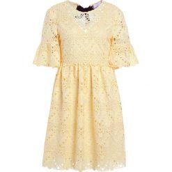 Sukienki hiszpanki: PERSEVERANCE LONDON AZTEK GUIPURE OPEN BACK MINI DRESS Sukienka letnia soft yellow