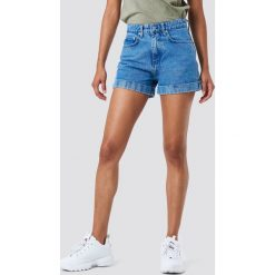 NA-KD Szorty jeansowe z wysokim stanem - Blue. Niebieskie szorty jeansowe damskie marki NA-KD, z podwyższonym stanem. Za 161,95 zł.