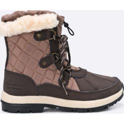 Bearpaw - Śniegowce Bethany. Szare botki damskie na obcasie Bearpaw, z materiału. W wyprzedaży za 339,90 zł.