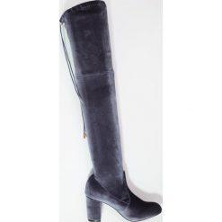Glamorous Muszkieterki grey. Różowe buty zimowe damskie marki Glamorous, z nadrukiem, z asymetrycznym kołnierzem, asymetryczne. W wyprzedaży za 143,40 zł.