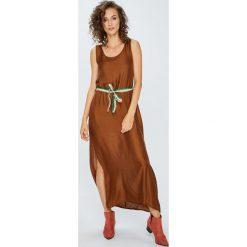Answear - Sukienka. Szare długie sukienki ANSWEAR, na co dzień, uniwersalny, w paski, z jedwabiu, casualowe, z okrągłym kołnierzem, proste. W wyprzedaży za 119,90 zł.