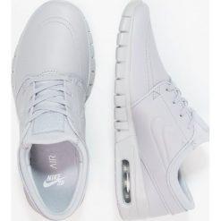 Nike SB STEFAN JANOSKI MAX Tenisówki i Trampki wolf grey/metallic pewter. Szare tenisówki męskie Nike SB, z materiału. W wyprzedaży za 455,20 zł.
