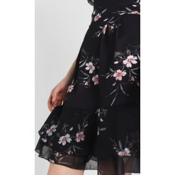 Sukienki hiszpanki: WAL G. PRINTED CONTRAST FLUTTER SLEEVES Sukienka z dżerseju black