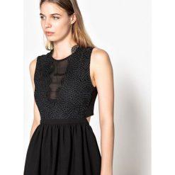 Sukienki hiszpanki: Rozszerzana sukienka bez rękawów z koronką