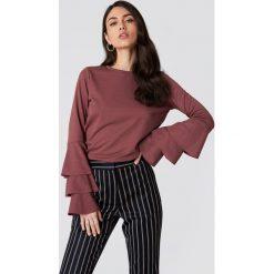 NA-KD Sweter z falbanami - Red. Czerwone swetry klasyczne damskie marki NA-KD, z elastanu, z okrągłym kołnierzem. W wyprzedaży za 85,37 zł.