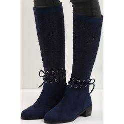 Granatowe Kozaki Senior Shawl. Czarne buty zimowe damskie marki Kazar, ze skóry, na wysokim obcasie. Za 99,99 zł.