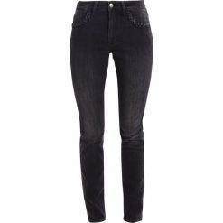 Mustang SISSY SLIM Jeansy Slim Fit super dark. Niebieskie jeansy damskie relaxed fit marki Mustang, z aplikacjami, z bawełny. W wyprzedaży za 169,50 zł.
