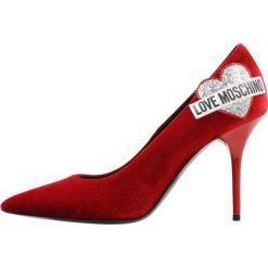Love Moschino Szpilki rosso. Czerwone szpilki Love Moschino, z materiału. Za 949,00 zł.