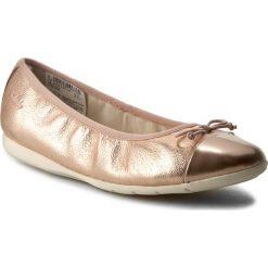 Baleriny CLARKS - Dance Puff Jnr 261175026 Rose Gold. Czerwone baleriny dziewczęce marki Clarks, z materiału. W wyprzedaży za 159,00 zł.