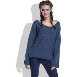 Swetry oversize damskie: Granatowy Sweter w Serek z Kieszeniami z Przodu