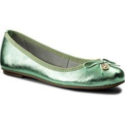 Baleriny KAZAR - Katie 24118-11-09 Zielony. Zielone baleriny damskie z kokardą marki Kazar, ze skóry, na wysokim obcasie, na płaskiej podeszwie. W wyprzedaży za 199,00 zł.