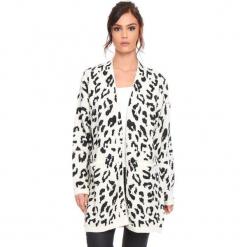 """Kardigan """"Leopard"""" w kolorze beżowym. Brązowe kardigany damskie marki Cosy Winter, s, z motywem zwierzęcym. W wyprzedaży za 181,95 zł."""
