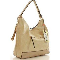 Streetstylowa torebka worek beżowa SAMANTHA. Brązowe torebki worki Monnari, ze skóry ekologicznej, zdobione, z breloczkiem. Za 169,00 zł.