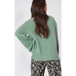 Swetry damskie: NA-KD Dzianinowy sweter z golfem i szerokim rękawem - Green