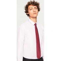 Koszula regular fit - Fioletowy. Fioletowe koszule męskie marki Cropp, l. W wyprzedaży za 49,99 zł.