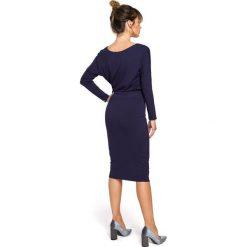 BRIANNA Sukienka midi z gumką na boku - granatowa. Niebieskie sukienki hiszpanki BE, l, z wiskozy, midi, ołówkowe. Za 154,90 zł.