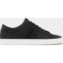 Buty męskie: Czarne tenisówki z paskiem