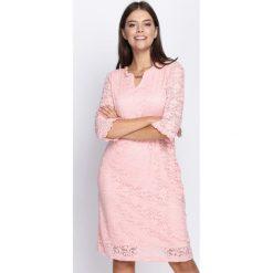 Jasnoróżowa Sukienka My Type. Różowe sukienki marki numoco, l, z dekoltem w łódkę, oversize. Za 54,99 zł.