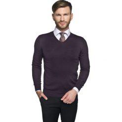 Swetry klasyczne męskie: sweter valero w serek fiolet
