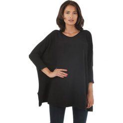 Sweter w kolorze czarnym. Czarne swetry klasyczne damskie marki L'étoile du cachemire, z kaszmiru, z okrągłym kołnierzem. W wyprzedaży za 129,95 zł.
