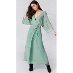 NA-KD Boho Sukienka-płaszcz z szyfonu - Green. Niebieskie sukienki boho marki NA-KD Boho, na imprezę, w koronkowe wzory, z koronki, na ramiączkach, mini. Za 161,95 zł.