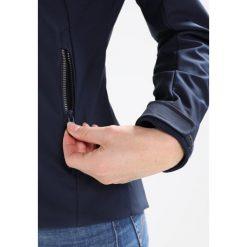 CMP WOMAN ZIP HOOD JACKET Kurtka przeciwdeszczowa black blue. Czerwone kurtki damskie turystyczne marki CMP, z materiału. W wyprzedaży za 381,75 zł.
