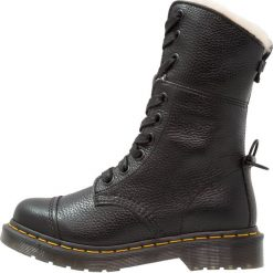 Buty zimowe damskie: Dr. Martens AIMILITA 9 EYE TOE CAP BOOT Kozaki sznurowane black