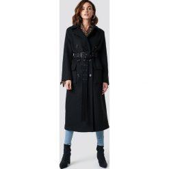 NA-KD Trend Płaszcz z paskiem - Black. Czarne płaszcze damskie NA-KD Trend, w paski. Za 445,95 zł.