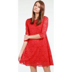 Sukienka - 90-328 ROSJ17. Czerwone sukienki balowe Unisono, na spotkanie biznesowe, l, w koronkowe wzory, z elastanu, proste. Za 79,00 zł.