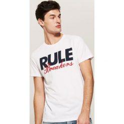 T-shirt z napisem - Biały. Białe t-shirty męskie marki House, l, z napisami. Za 29,99 zł.
