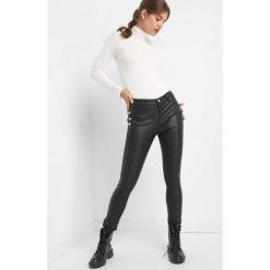 Spodnie z guzikami. Czarne rurki damskie marki Orsay, xs, z bawełny, z dekoltem na plecach. Za 129,99 zł.
