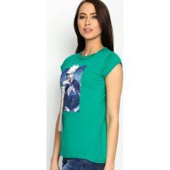 Zielony T-shirt Added Value. Zielone bluzki z odkrytymi ramionami Born2be, s, z aplikacjami, z okrągłym kołnierzem, z krótkim rękawem. Za 49,99 zł.