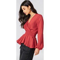 Bluzki damskie: NA-KD Boho Bluzka z bufiastym rękawem – Red