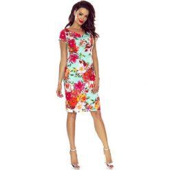 Vanda sukienka dzienna kwiaty czerwone na mięcie. Czerwone sukienki hiszpanki Bergamo, do pracy, w kwiaty, z materiału, biznesowe, midi. Za 221,99 zł.