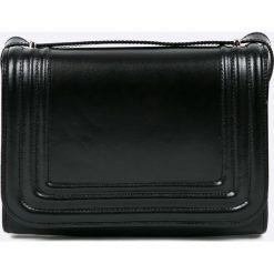 Gino Rossi - Torebka skórzana Londyn. Czarne torebki klasyczne damskie marki Gino Rossi, w paski, z materiału, małe. Za 599,90 zł.
