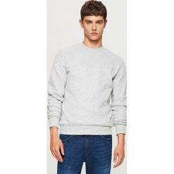Gładka bluza Basic - Jasny szar. Białe bluzy męskie marki Reserved, l, z dzianiny. Za 59,99 zł.