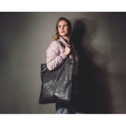 Torebki klasyczne damskie: Duża czarna zamszowa torba