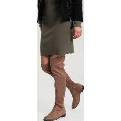 Khaki Kozaki Espresso. Brązowe buty zimowe damskie vices, z materiału, z okrągłym noskiem, na obcasie. Za 119,99 zł.