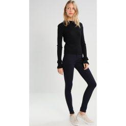 Denham NEEDLE  Jeans Skinny Fit darkblue demin. Niebieskie boyfriendy damskie Denham. W wyprzedaży za 384,30 zł.
