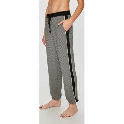 Dkny - Spodnie piżamowe. Szare piżamy damskie DKNY, l, z dzianiny. W wyprzedaży za 239,90 zł.
