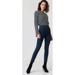 NA-KD Jeansy z wysokim stanem - Blue. Niebieskie spodnie z wysokim stanem NA-KD, z bawełny. Za 121,95 zł.