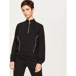 Bluza z falbanami przy rękawach - Czarny. Czarne bluzy damskie marki Reserved, l. W wyprzedaży za 49,99 zł.