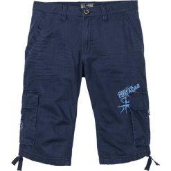 Długie bermudy bojówki Loose Fit bonprix ciemnoniebieski. Niebieskie spodenki i szorty męskie bonprix. Za 109,99 zł.