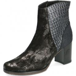 Skórzane botki w kolorze czarnym. Czarne botki damskie na obcasie Caprice. W wyprzedaży za 250,95 zł.
