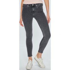 Calvin Klein Jeans - Jeansy 001. Szare jeansy damskie rurki Calvin Klein Jeans, z bawełny. Za 399,90 zł.
