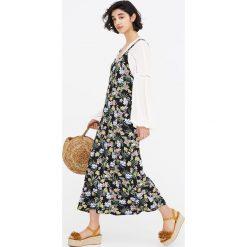 Długie sukienki: Długa wzorzysta sukienka