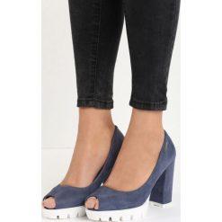 Niebieskie Czółenka Fisto. Niebieskie buty ślubne damskie Born2be, z otwartym noskiem, na wysokim obcasie, na platformie. Za 59,99 zł.