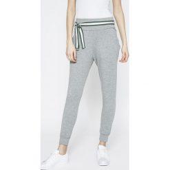 Answear - Spodnie Sporty Fusion. Szare rurki damskie ANSWEAR, w paski, z bawełny, z podwyższonym stanem. Za 129,90 zł.